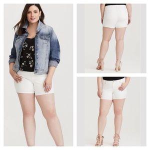 Torrid Classic White Skinny Shorts Size 20